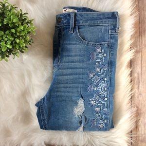 Hollister | Embroidered High Waist Jeans